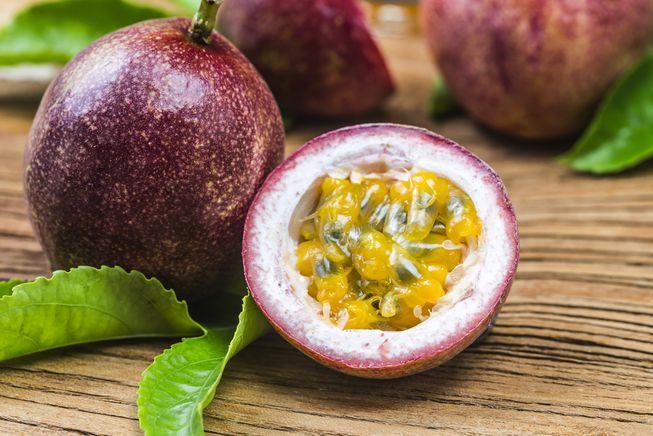 پشن فروت از اسم میوه های استوایی می باشد